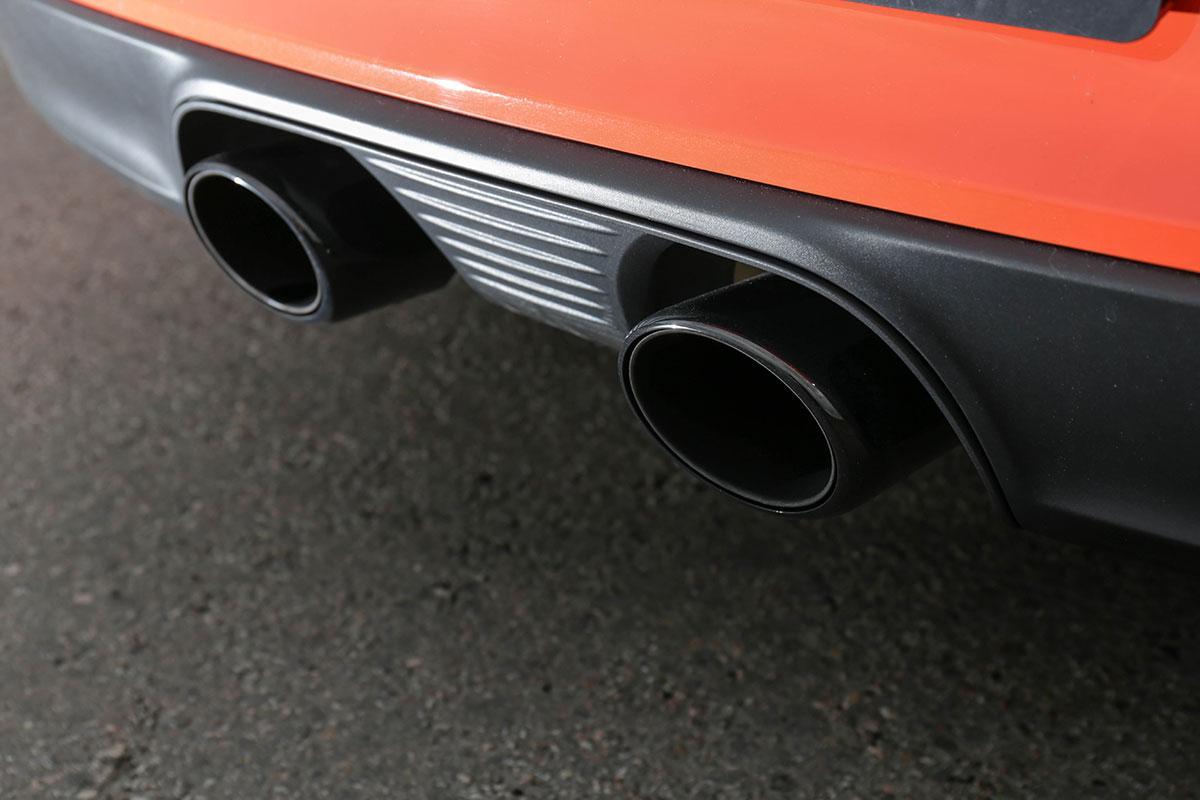 Сравнительный тест драйв Lexus LC 500 и Porsche 911 Carrera GTS