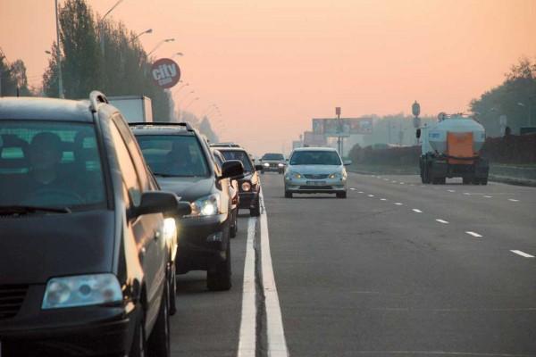 Двойная сплошная разметка на автодороге: когда можно её пересекать