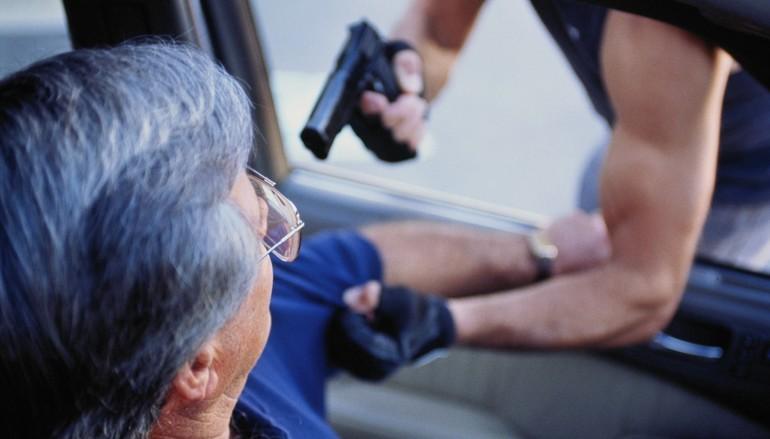 Как автолюбителю защититься за рулем от разбоя