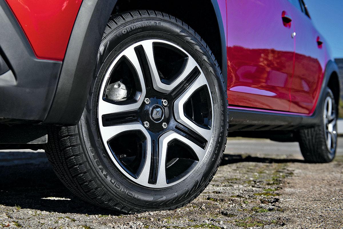 Тест-драйв Renault Logan Stepway и Sandero Stepway 2019 года - фото, характеристики, цены и комплектации