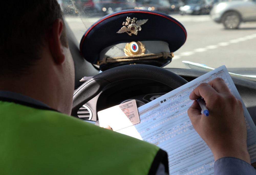 Чем грозит езда с просроченными правами и можно ли избежать наказания