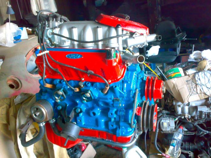 kak-pokrasit-motor-avtomobilja-696x522.jpg
