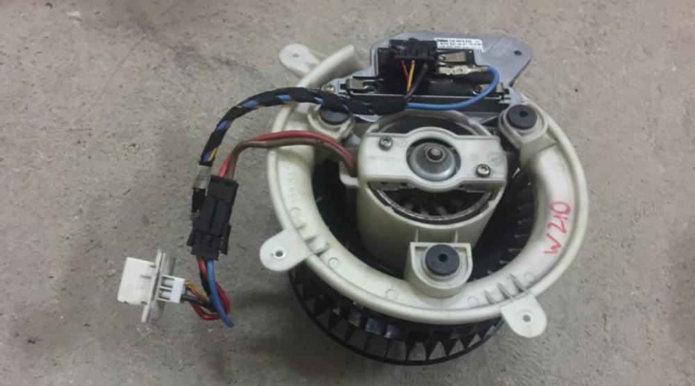 Обслуживание и замена моторчика Mercedes W210
