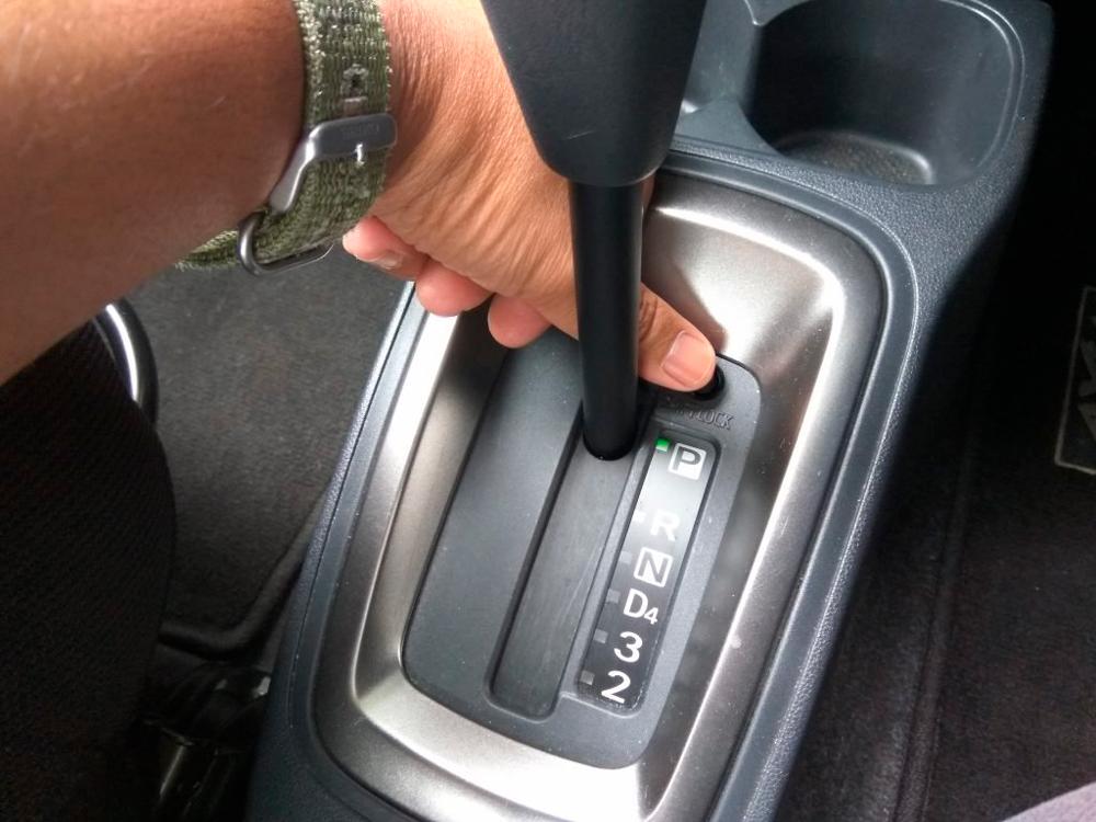 Для чего предназначена кнопка Shift Lock на автоматических коробках передач