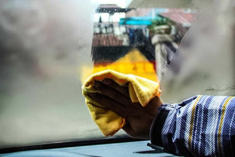 Из-за чего потеют стекла в авто: народные способы устранения проблемы