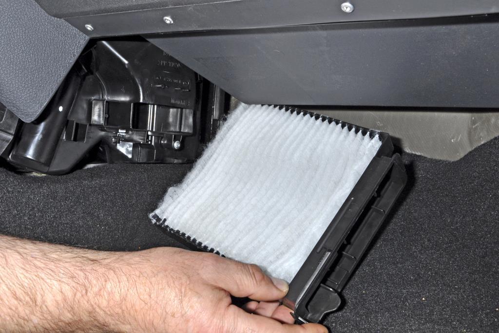 Как заменить фильтр салона Renault Duster своими руками
