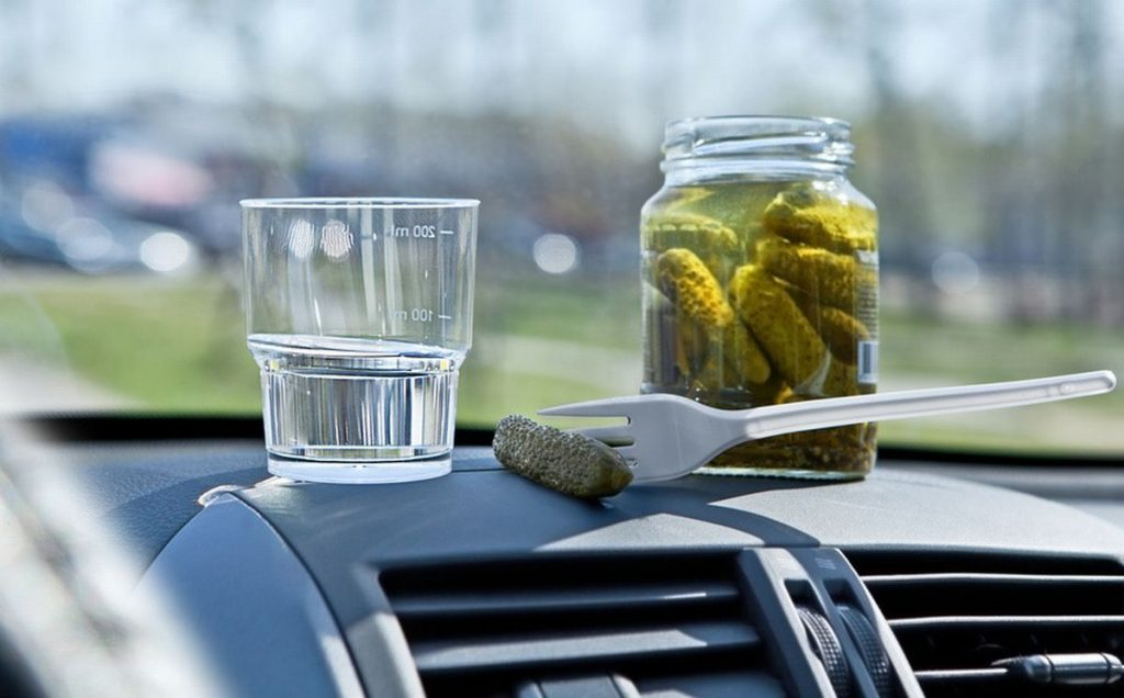 Можно ли пить алкоголь в припаркованном автомобиле и что за это может быть