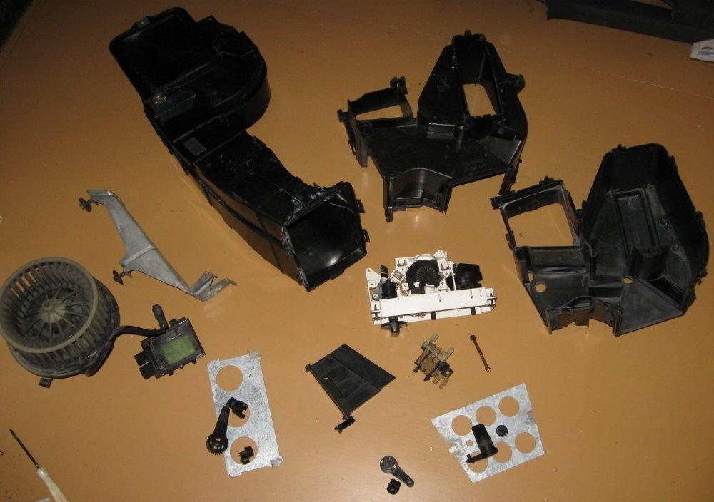 Где находится резистор, блок управления и предохранителей печки на Audi 80