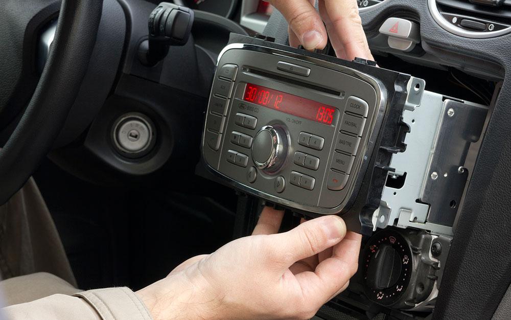 Как происходит раскодировка магнитолы в автомобиле