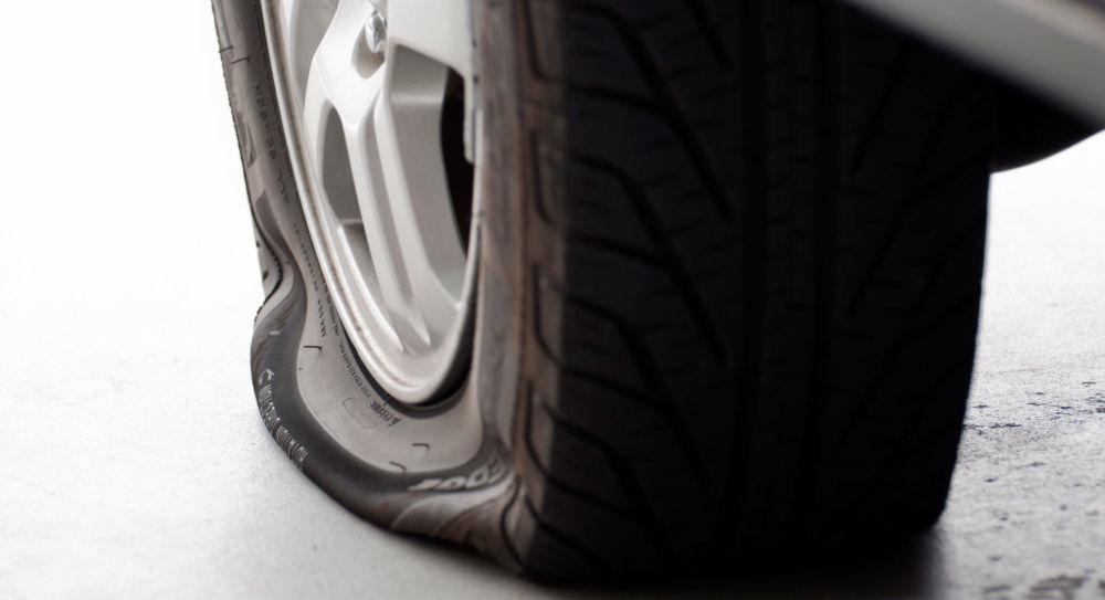 Последствия езды на спущенном колесе: возможно ли это вообще