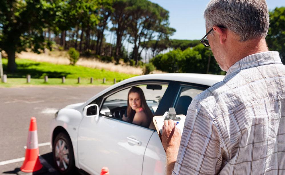 Каким образом вернуть налоговый вычет в максимальном размере за обучение в автошколе