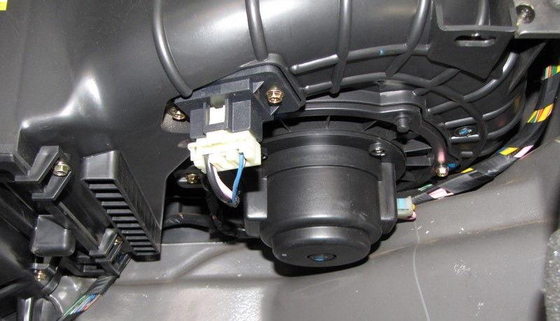 Замена мотора с вентилятором печки Chevrolet Lacetti