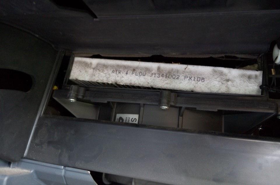 Как самостоятельно заменить салонный фильтр в автомобилях Nissan Almera