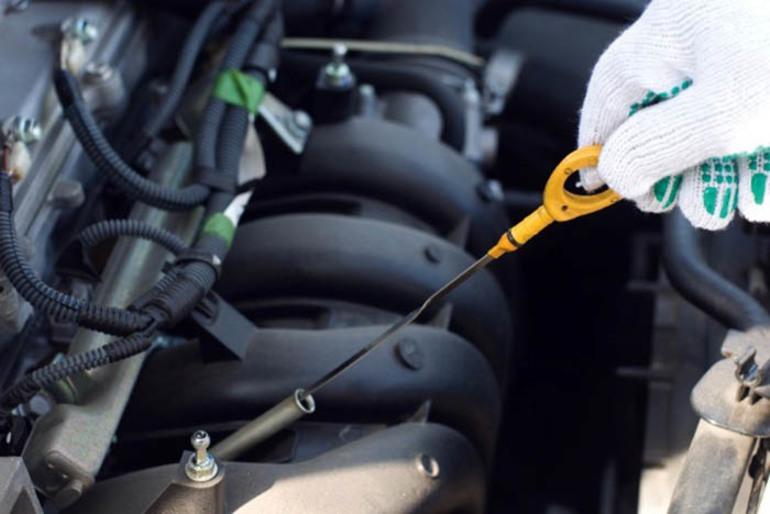 Проверка щупом моторного масла: 3 грубых ошибки автолюбителя