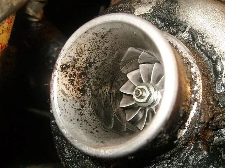 Главные причины расхода масла в двигателе (топ 5)