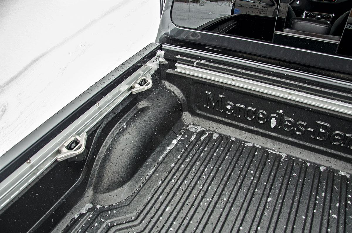 Сравнение Mercedes-Benz X-class V6 и Volkswagen Amarok V6: технические характеристики, фото, комплектации и цены