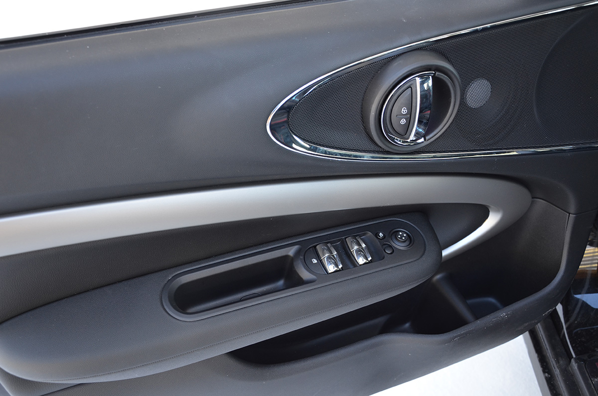 Тест-драйв Mini John Cooper Works Clubman 2019 – фото, характеристики, цены и комплектации
