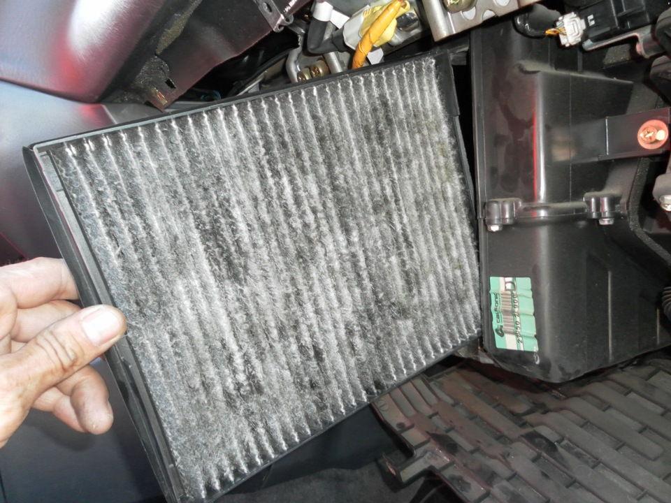 Как поменять фильтр салона Nissan Primera своими руками
