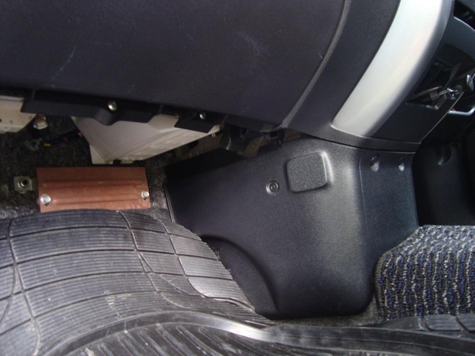 Периодичность и правильная процедура замены салонного фильтра на Mitsubishi Colt