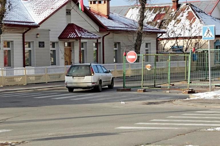 Въезд запрещён и Движение запрещено: разница в знаках