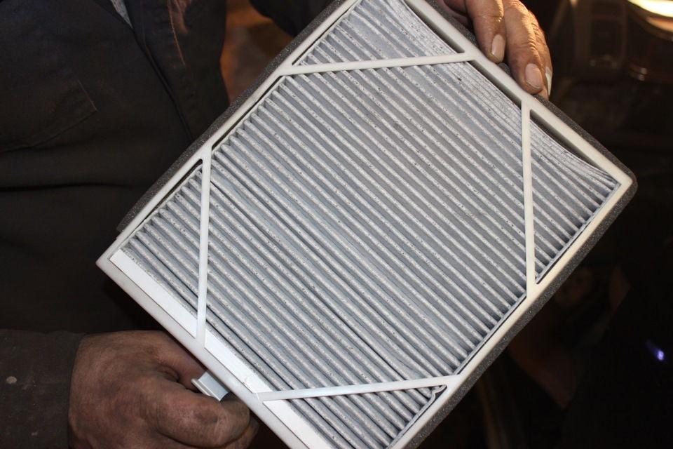 Как выполняется процедура замены салонного фильтра на автомобилях Honda Odyssey