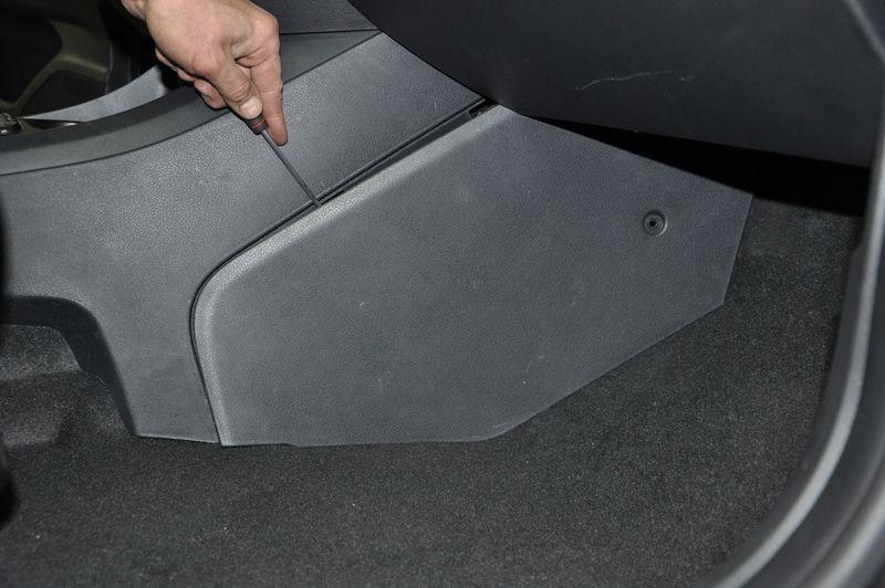 Как поменять салонный фильтр на автомобиле Лада Веста