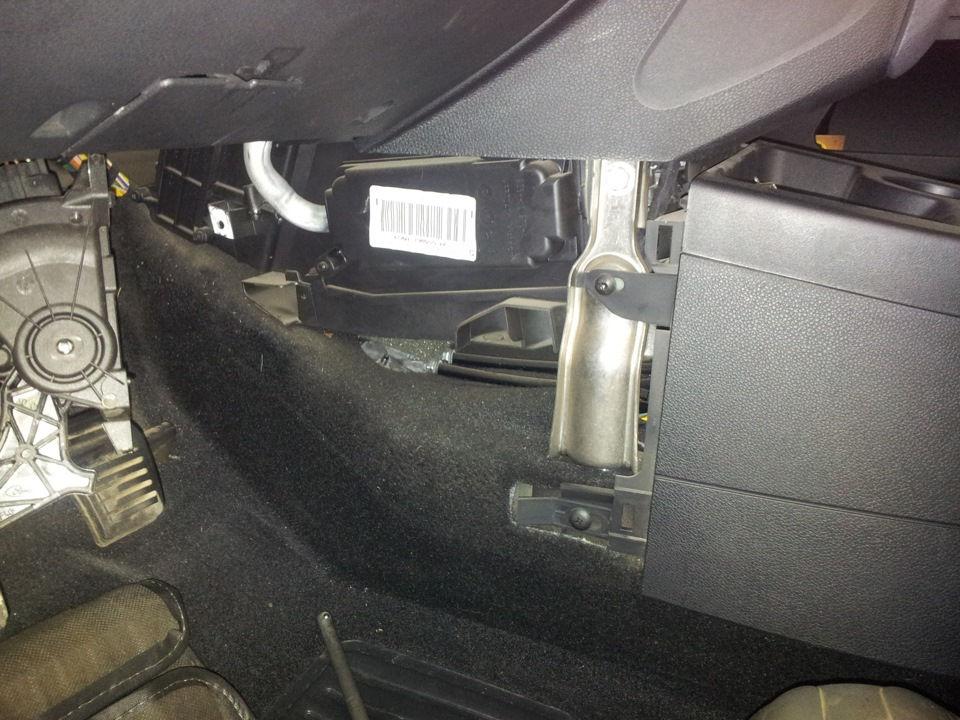Как заменить салонный фильтр на Ford Fiesta