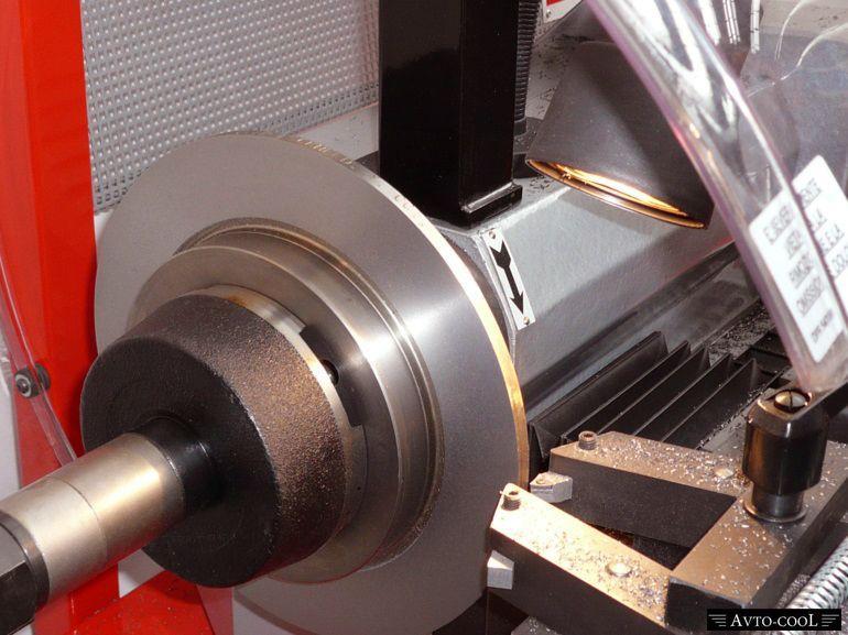 Проточка тормозных дисков со снятием и без: варианты исполнения