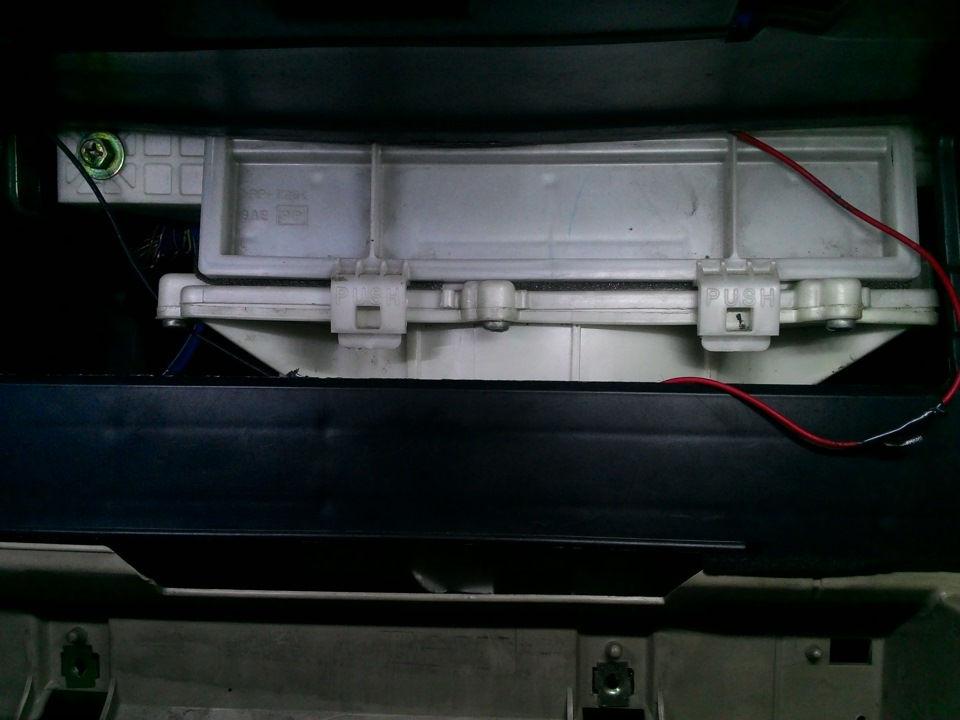 Как меняется салонный фильтр на автомобилях Nissan Bluebird и Bluebird Sylfy