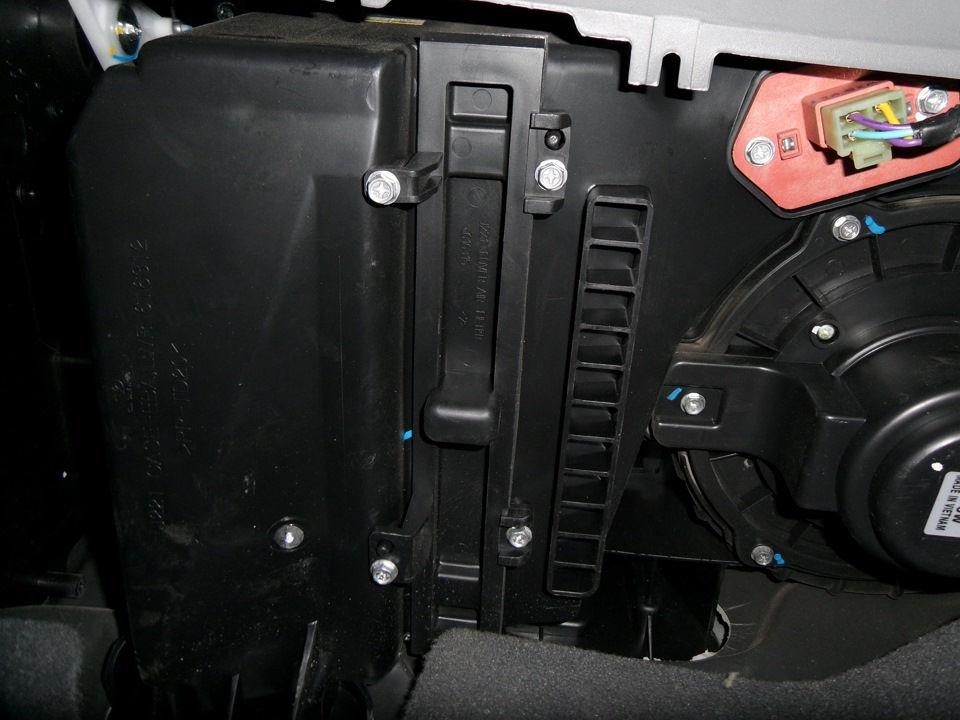 Как самостоятельно сменить салонный фильтр на автомобиле Daewoo Gentra