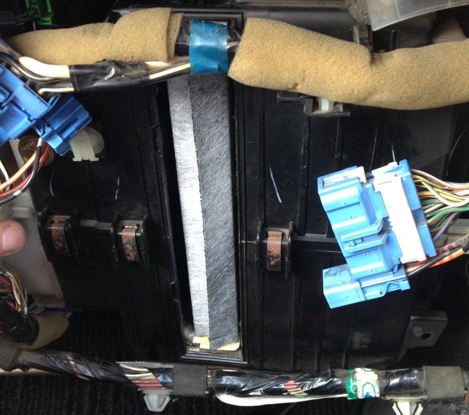 Как поменять салонный фильтр в Honda Accord