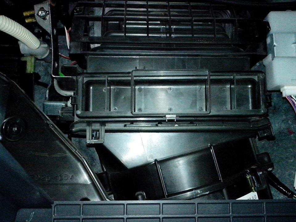 Что требуется для самостоятельной замены салонного фильтра на Suzuki SX4