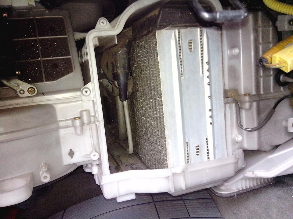 Как провести замену салонного фильтра на автомобилях Toyota Mark 2 в разных кузовах