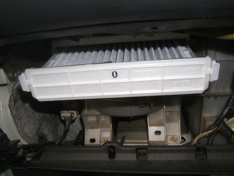 Как в автомобилях Toyota Probox меняется салонный фильтр