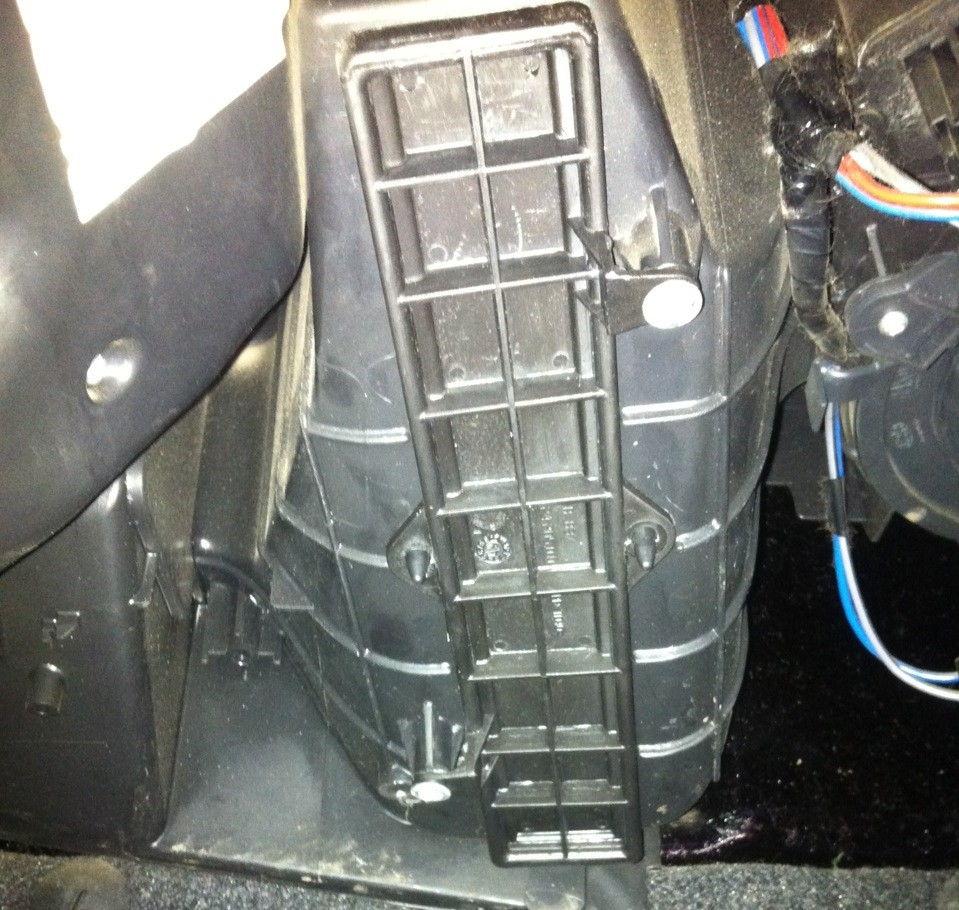 Как правильно заменить фильтр салона на автомобилях Fiat Doblo