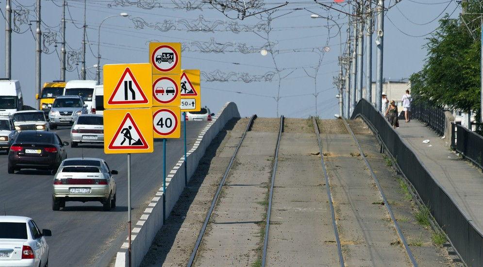 Что нужно знать о знаке «Сужение дороги»