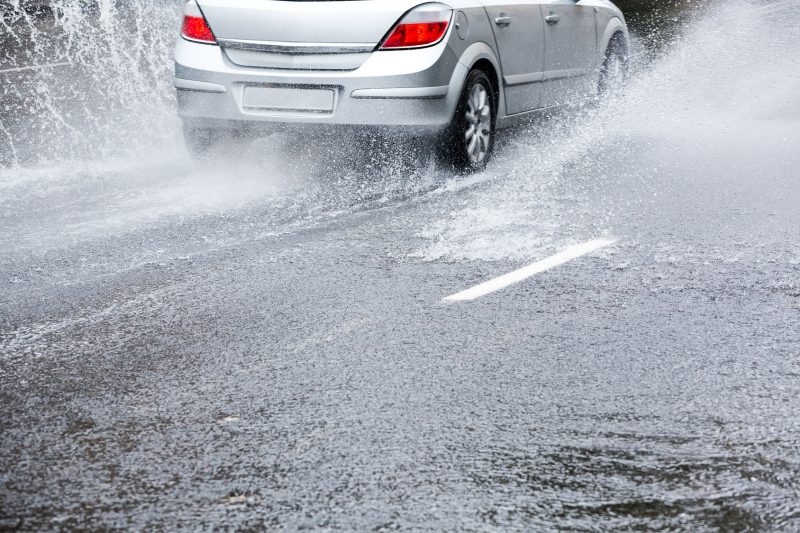 Какие ошибки допускают начинающие водители в дождь