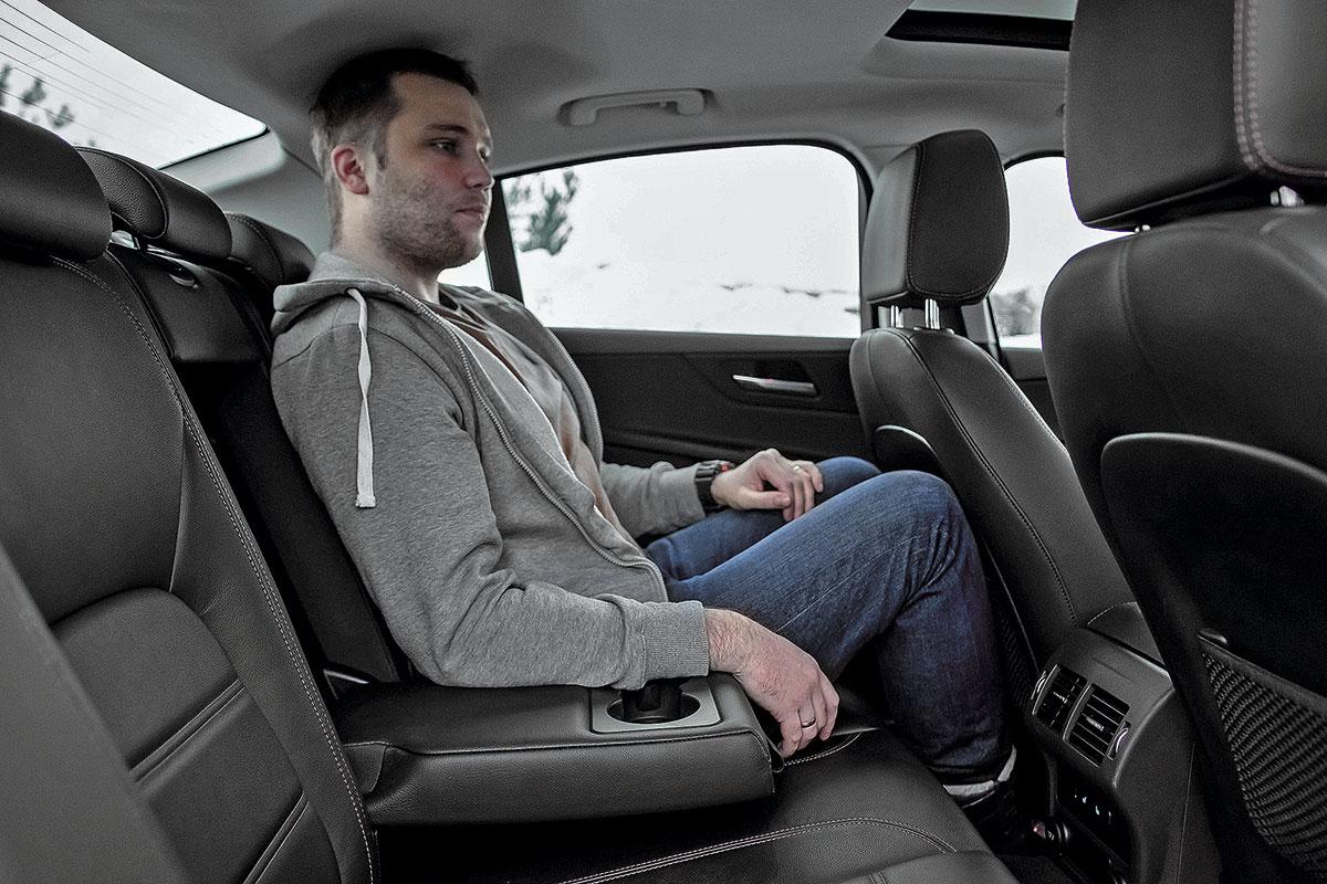 Genesis G70 против Jaguar XE и Infiniti Q50. Сравнение премиум-седанов дешевле трех миллионов