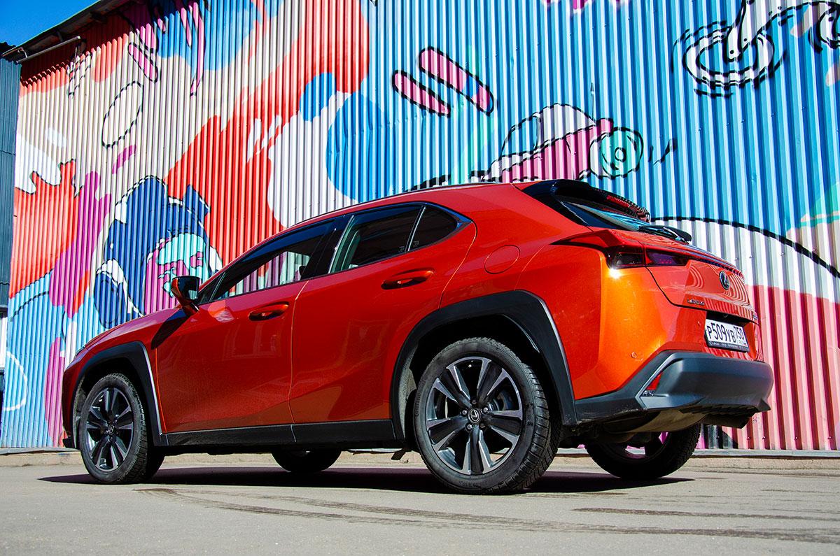 Тест-драйв Lexus UX. Запрещено для людей старше 30
