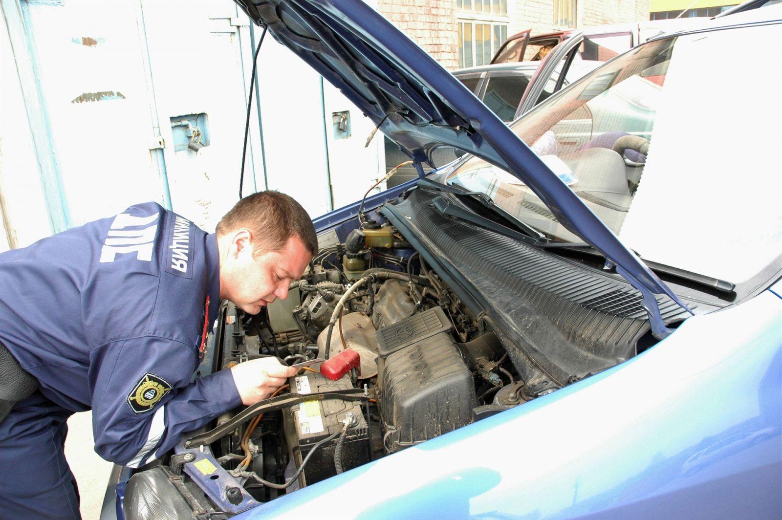 Зачем инспектор ГИБДД просит сесть в патрульный автомобиль?