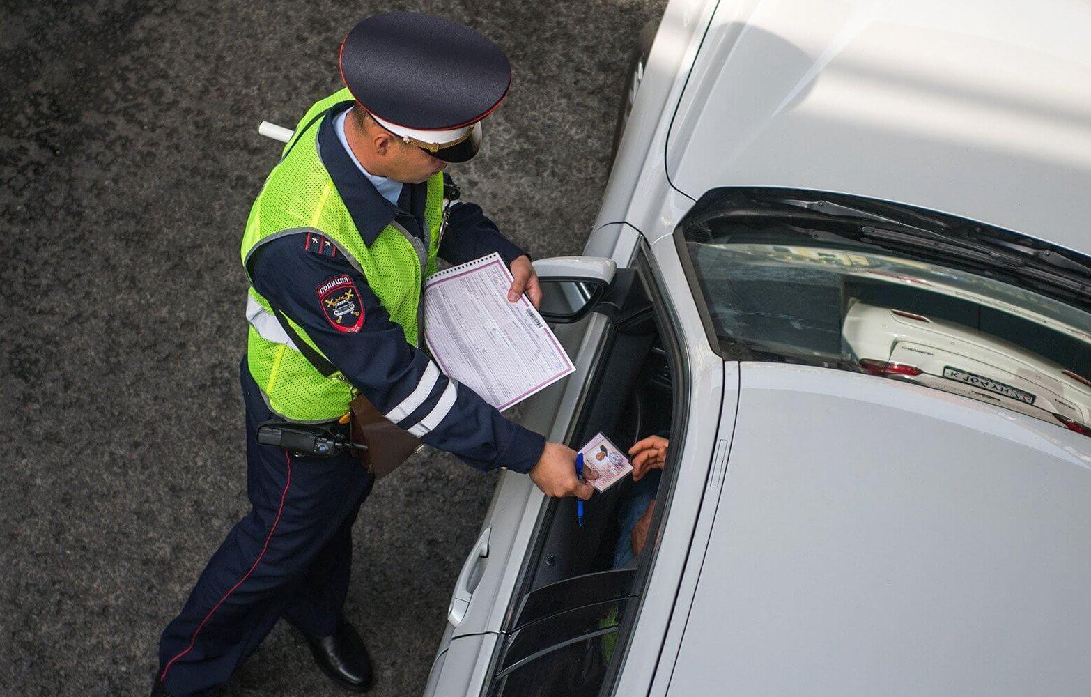 Инспектор попросил документы, ушел и не возвращает. Что делать?