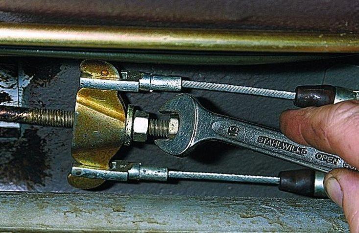 Простая замена троса ручника машины