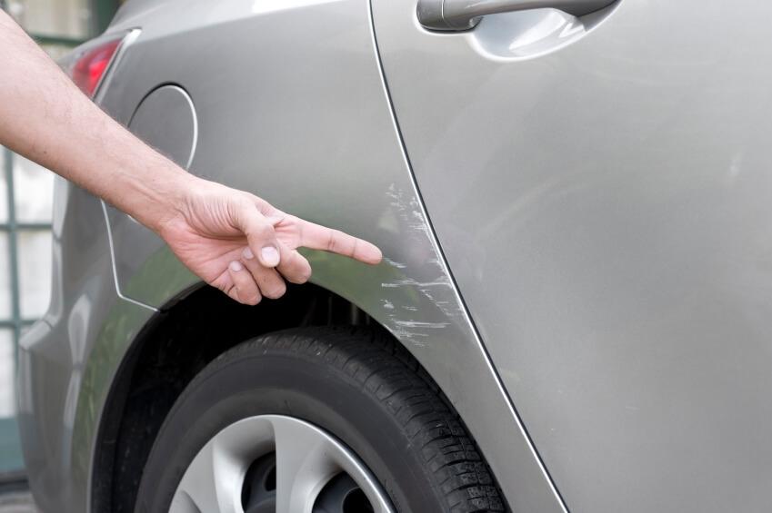 Что делать в ДТП, когда притер во дворе машину, а хозяина нет.