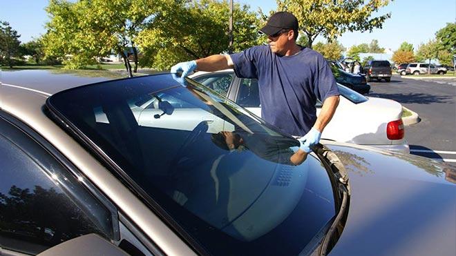 Как правильно выполнить замену лобового стекла на Mazda 3