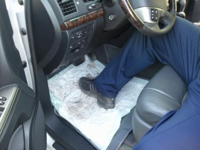 5 способов избавиться от воды на автомобильных ковриках в мокрую погоду