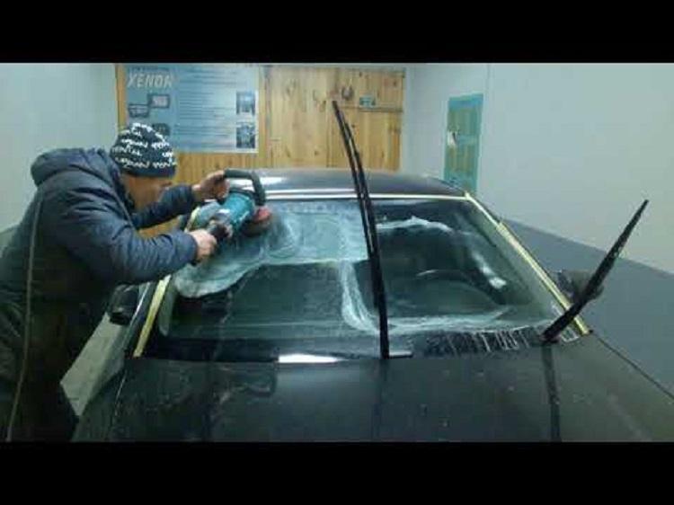 Как убрать царапины на стекле автомобиля?