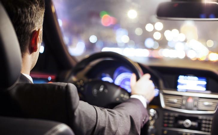 По каким признакам можно понять, что вы едете с водителем-профессионалом