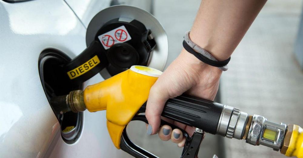 Чем чревато попадание солярки в бак вместо бензина и как это распознать