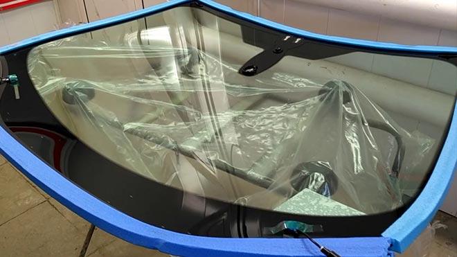 Особенности замены лобового и заднего стекла на Ford Focus