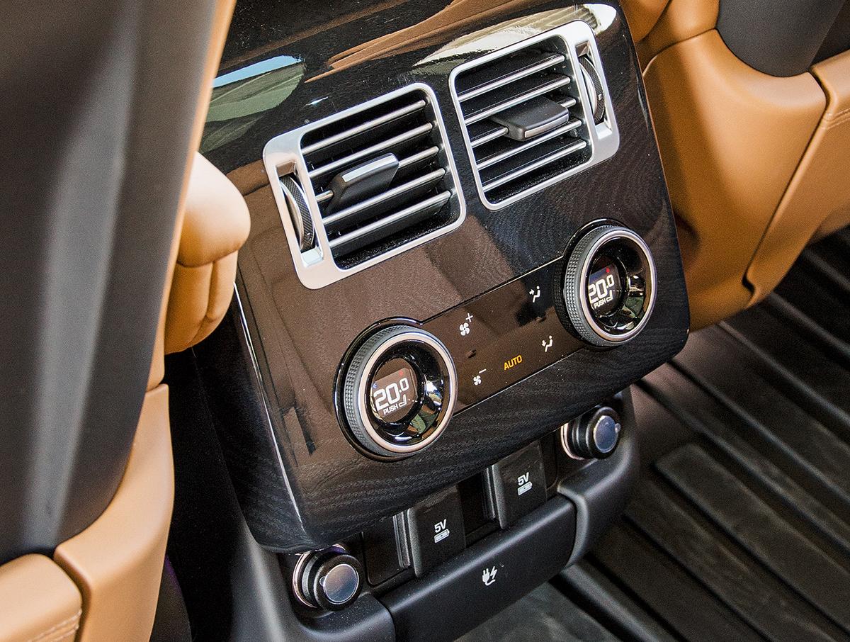 BMW X7 против Range Rover. Гигантомания